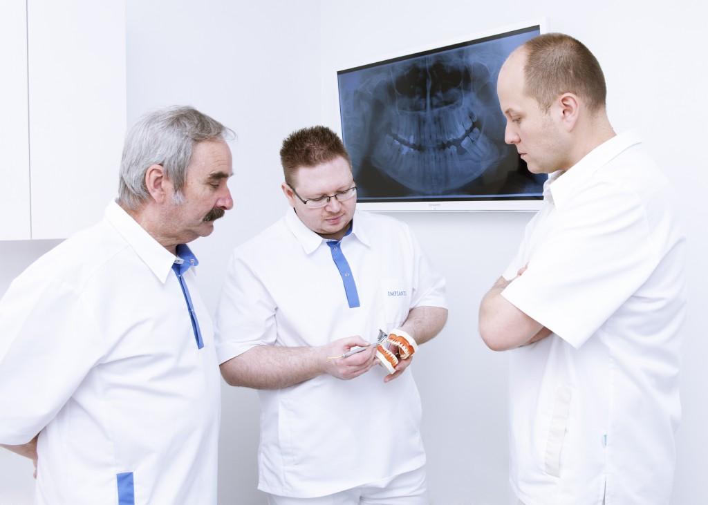 Oral surgery, dental implants in IMPLANTIS